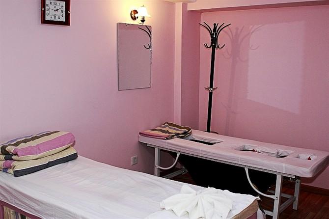 背景墙 房间 家居 酒店 设计 卧室 卧室装修 现代 装修 670_446