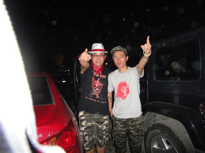 2011长阳北京范儿音乐节与著名痛仰乐队高虎合影图片