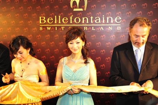 香港名星赵雅芝出席该品牌活动